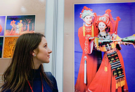 A staff member looks at a picture at the photo exhibition at the European Parliament in Brussels, Belgium, October 7, 2008. The photo exhibition of Guilin city in southwest China's Guangxi Zhuang Autonomous Region is opened in Brussels Tuesday night. Guilin is a scenic spot in China, famous for its green mountains, clear water and odd rocks. [Xinhua]