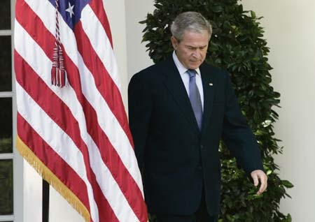 U.S. President George W. Bush arrives in the Rose Garden at the White House to makes a statement on the economy in Washington, Oct. 10, 2008. [Xinhua/Reuters]