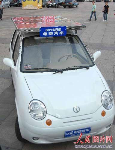 A solar-powered car is on display on October 9, 2008 in Hangzhou. [Photo: Photobase.cn]