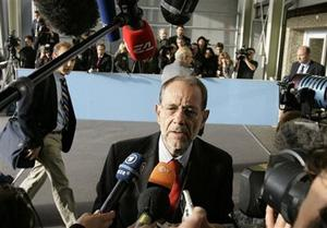 EU foreign policy chief Javier Solana, center, speaks with the media priot to a meeting of EU foreign ministers in Luxembourg, Monday Oct. 13, 2008.