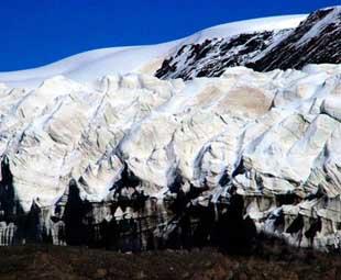 Scientists research in glacier area in SW China