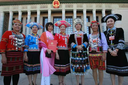 Delegates from ethnic groups of China of the Tenth National Women's Congress pose for photos in front of the Great Hall of the People in Beijing, capital of China, Oct. 31, 2008.[Xinhua]