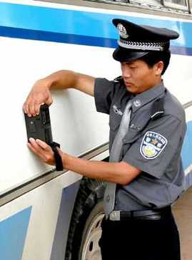 A policeman detects a bus suspected to be loaded with drugs with a Gamma-ray apparatus.