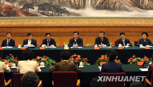 Chinese President Hu Jintao has called on Chinese women to make more contributions to the country. Hu made the remark on Saturday when he met with the newly elected leaders of the All-China Women's Federation and some delegates to the 10th National Women's Congress.
