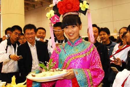 A girl shows a dish during the third China International Food Festival kicked off Saturday in Yantai, east China's Shandong Province, November 1, 2008. (Xinhua Photo)