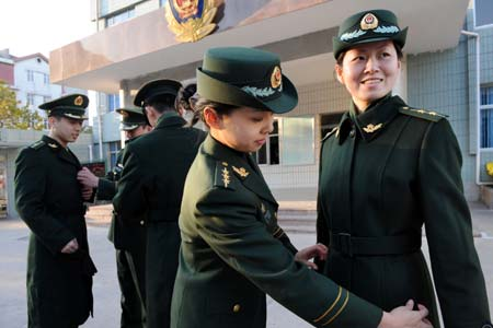 Border patrol policemen and policewomen try on the 07 Type winter uniforms in Qingdao, East China's Shandong Province, November 10, 2008. Type 07 is a new family of military uniforms used by all branches of the People's Liberation Army (PLA) and People's Armed Police (PAP) of the People's Republic of China.