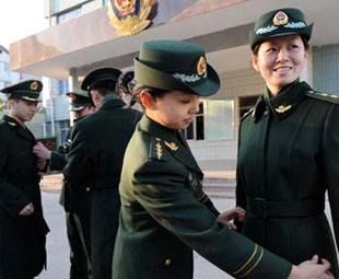 Border policemen try on Type 07 winter uniform