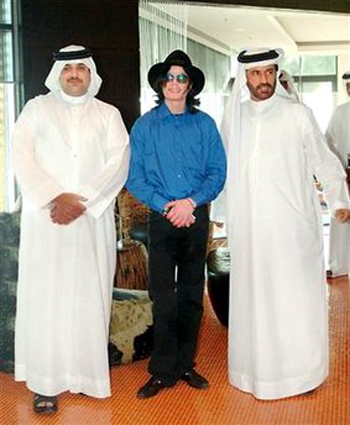 Michael Jackson stands with Dubai-based Arab rally driving champion Mohammed bin Sulayem (R) and the son of the King of Bahrain, Sheikh Abdullah Bin Hamad Al Khalifa, during a private visit to Dubai, August 27, 2005.