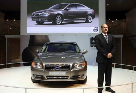 Volvo's S8OL is seen on the media day of the 6th Guangzhou International Auto Show in Guangzhou, capital of south China's Guangdong Province, Nov. 18, 2008. The 6th Guangzhou International Auto Show will be opened on Nov. 19.