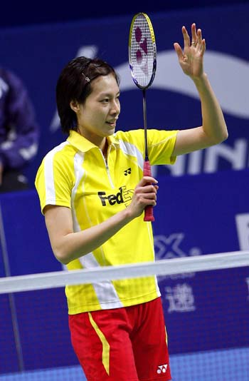 China's Xie Xingfang celebrates after winning a game at the ongoing China Open Badminton event in Shanghai November 19, 2008. [Xinhua]