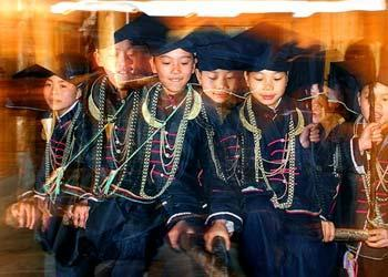 Within the Zhuang people is a group known as the Min. Its people are distinguished by their tradition of wearing black.