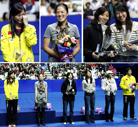 A combo photo shows a ceremony marking the retirement of six badminton players from the national team on the sidelines of the China Open badminton event in Shanghai, November 23, 2008. (Bottom from left) Two-time Olympic champion Zhang Ning, two-time Olympic mixed doubles champion Gao Ling, Olympic doubles champions Yang Wei and Zhang Jiewen, world champions Wei Yili and Chen Yu. Above are Zhang Ning, Gao Ling, Yang Wei and Zhang Jiewen. [Xinhua]
