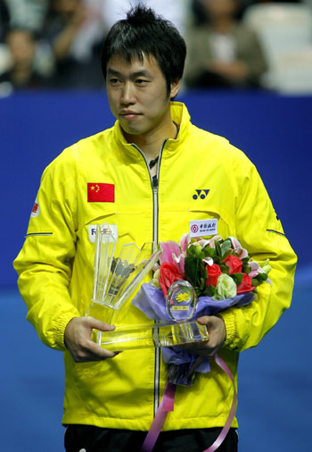 China's world champion Chen Yu poses with his awards during a ceremony to mark his retirement with five other teammates from the national badminton team on the sidelines of the China Open badminton event in Shanghai, November 23, 2008. The 27-year-old veteran will coach the national men's team. [Xinhua]