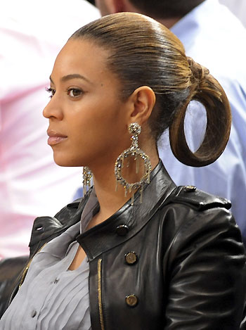 Beyonce watches NBA basketball game in NY -- china.org.cn