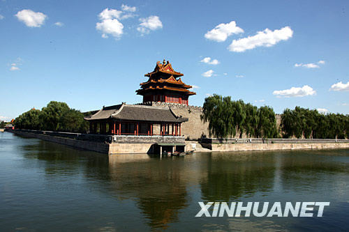 Beijing has met its 2008 target of 256 blue sky days as Sunday marked another day of good air quality. As of Sunday, the number of the city's blue sky days was 25 more than that of the same period last year, according to the Beijing Environmental Protection Monitoring Center.