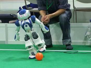 Football is one of the highlights, where the robots show off their high-tech visual capabilities. [CCTV.com]