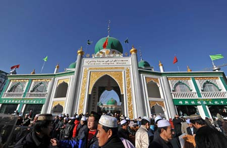 Chinese Muslims gather at a mosque in Yinchuan, northwest China's Ningxia Hui Autonomous Region, on Dec. 9, 2008. Muslims of Ningxia Hui Autonomous Region celebrated on Tuesday the Eid al-Adha festival, which falls on Dec. 9 this year. [Xinhua/Wang Peng]