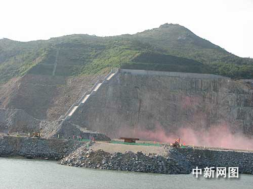 The first-stage construction kicks off at the Yangjiang nuclear power plant on December 16, 2008.