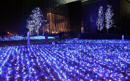 Christmas lights illuminate outside the Shanghai World Financial Center in  east China's Shanghai Municipality, Dec - Christmas Atmosphere In China -- China.org.cn