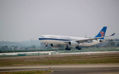 A flight of the China Southern Airlines. Airlines in China are giving their customers a Christmas present -- one that's wrapped up in Friday's reduction in fuel prices.
