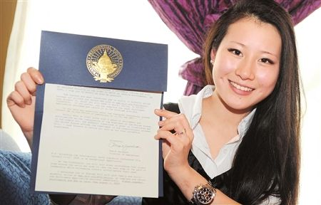 Li Zizi, a girl from Class 3, Grade 1 in Chengdu Experimental Foreign Language School, has been invited to attend President-elect Obama's inauguration on January 20, 2009 as part of a delegation of global high school students. [Chengdu Evening News]