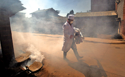 Disease control and prevention work is immediatly put in place in response to the cholera outbreak in Yunnan Province.