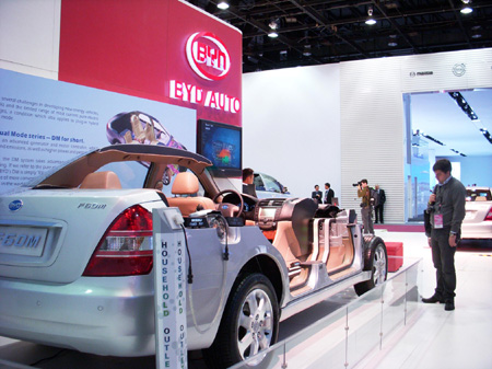 Chinese battery and electric car producer BYD Auto exhibits its plug-in hybrid technology at the North American International Auto Show last month in Detroit. [China Daily] 