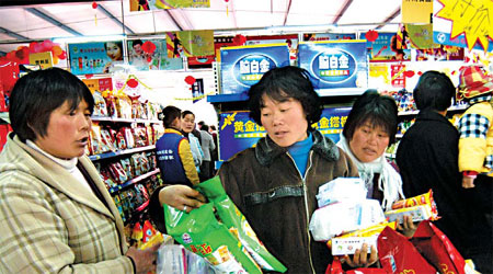 Villagers shop at a store located in the rural area of Rizhao, Shandong province. [China Daily]