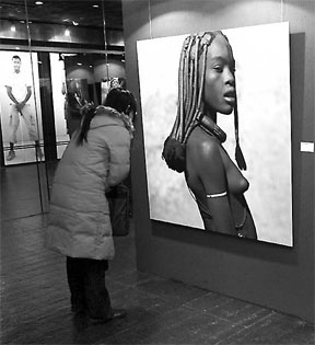 Photos about Africa exhibited on Beijing Haidian Museum at the end of last year attract Chinese viewers' attention.