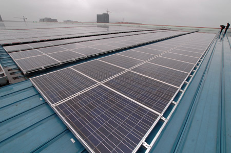 The photo taken on March 2, 2009 shows a matrix of solar panels in Hefei Solar PV Power Plant, in Hefei, capital of east China's Anhui Province. The Solar PV Plant built by Hefei Sunshine Power was combined to the state power grid March 1 with a total installation capacity of 500 kilowatts and annual capacity of 600,000 kilowatt-hours. [Ma Qibing/Xinhua]