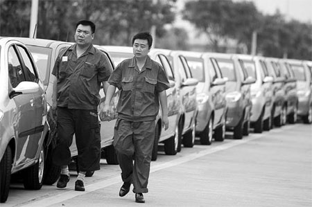 Cars ready for departure at the Chang'an Motors Co Ltd factory in Chongqing. [Bloomsberg News]