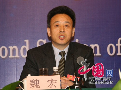 Wei Hong, deputy governor of Sichuan, speaks at a press conference March 8, 2009. (www.china.org.cn)