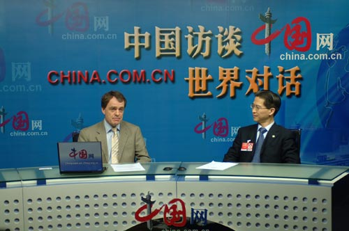 Mr. Zhou Hanmin (R) talks about Shanghai's preparations for the World Expo 2010.
