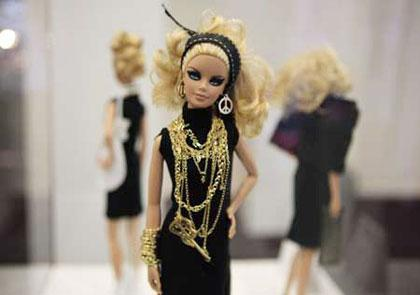 An exhibition of Barbie dolls is held at the pret-a-porter Paris Fair in Paris, France, March 7, 2009. Fifty designers from all over the world created 50 pieces of dresses and accessories for Barbie doll which debuted on March 9, 1959, to celebrate her 50th birthday.[Zhang Yuwei/Xinhua]