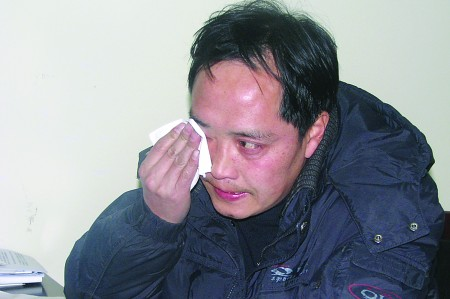 Talking about his son in an interview, Feng Xiang was choked with sobs. [dzwww.com]