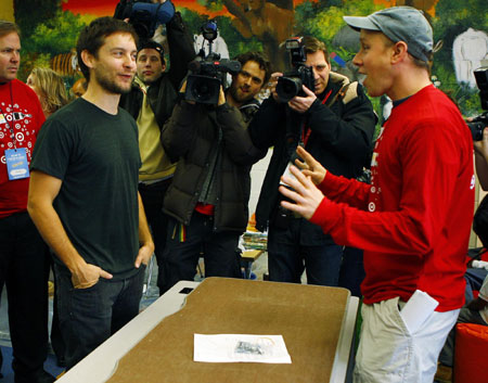 Actor Tobey Maguire (L) learns about assembling a table at the Simon Elementary School, part of the Martin Luther King Jr. Day of Service, in Washington January 19, 2009.
