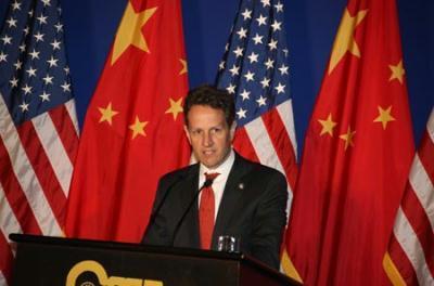 U.S. Treasury Secretary Timothy Geithner delivers a speech at Peking University in Beijing, capital of China, June 1, 2009. [Gao Xueyu/Xinhua]