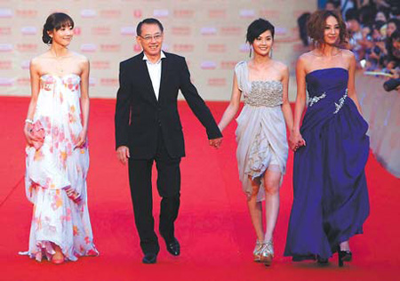 Emperor Group chairman Albert Yeung Sau-shing walked the red carpet with Han Xue (first left), Ah Sa (second right) and Yumiko Cheng (first right).