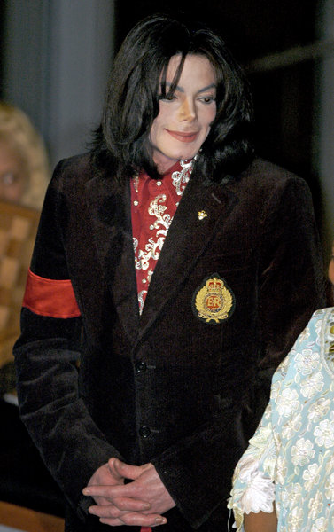 Michael Jackson receives the Humanitarian Award in 2004 ...