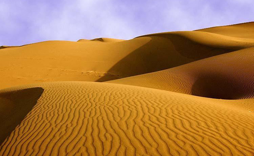 A file photo of the Kumtag Desert in northwest China's Xinjiang Uygur Autonomous Region.