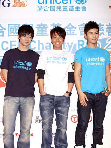 From left to right, Vic Chou, Eric Sun and Huang Xiaoming at a press conference in Hong Kong on August 5, 2009.
