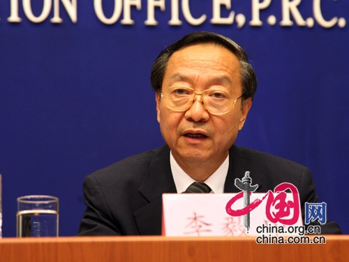 Minister of MIIT Li Yizhong answered questions at the press conference on August 13, 2009.