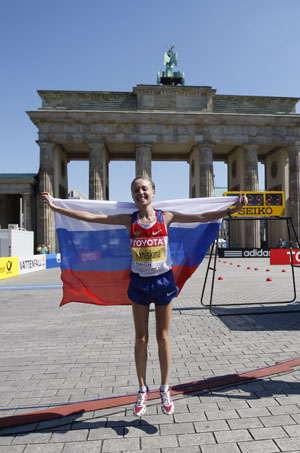 Olga Kaniskina of Russia jumps to celebrate after the final of women's 20Kilometres Race Walk in the 12th IAAF World Championships in Athletics in Berlin, Germany, Aug. 16, 2009. Olga Kaniskina claimed the title with 1:28:09. (Xinhua/Liao Yujie)