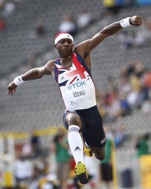 British jumper Phillips Idowu competes in the men's triple jump final at the 12th World Athletics Championships in Berlin, capital of Germany, August 18, 2009. Idowu grabbed the gold with a score of 17.73 meters. (Xinhua/Liao Yujie)