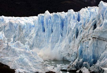 Splinters of ice peel off from the front of the Perito Moreno Glacier into the Lago Argentino, in the Parque Nacional Los Glaciares (Los Glaciares National Park) in this March 25, 2007 file photo.