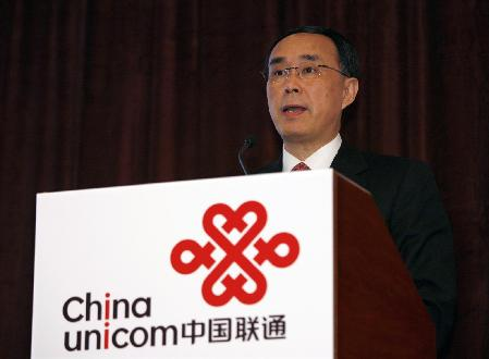 China Unicom Chairman and Chief Executive Officer Chang Xiaobing speaks during a news conference in Hong Kong, announcing the company's interim results and the launch of its 3G service with the iPhone, August 28, 2009. Apple's iPhones will go on sale later this year in China, the world's largest mobile market, its partner China Unicom confirmed on Friday. [China Daily via agencies]