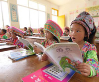 Rural students in Guangxi receive free textbooks