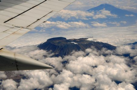 The aerial photo taken on Sept. 4, 2009 shows the snowless top of Mount Kilimanjaro. Some scientists warned that the snow caps and glaciers on Mount Kilimanjaro would disappear altogether between 2015 and 2020.(Xinhua/Xu Suhui)