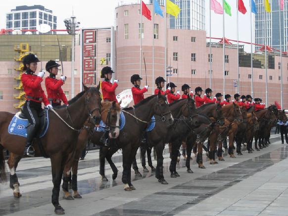 Polwan Berkuda di China 6