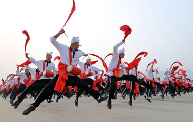 Waist drum dancers from Ansai County of northwest China's Shaanxi Province attend a rehearsal for the upcoming National Day massive celebration, in Beijing, Sept. 16, 2009. A massive celebration will be held in Tian'anmen Square on Oct. 1 for the 60th anniversary of the founding of People's Republic of China. [Xinhua]
